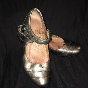 "Taos ""stunner"" heels"
